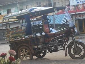 laos tuktuk